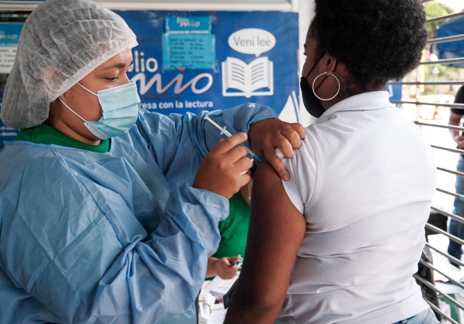 Ha comenzado la jornada de vacunación en las estaciones MIO