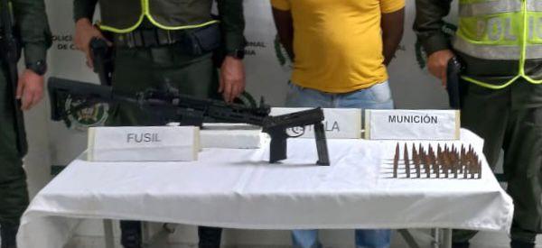 Explosivos, lanzagranadas, un fusil y una pistola incautados en el Valle