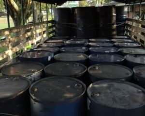 Capturan hombre transportando 2000 galones de acetona