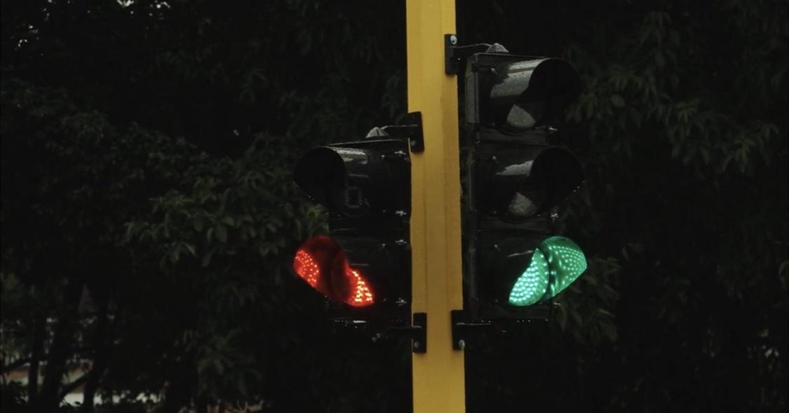 Ya están reemplazando semáforos dañados en Cali